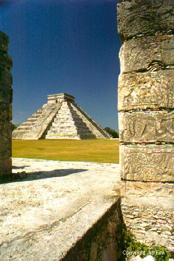 Pryamid El Castillo at Chichen Itza on the Yucatan, Mexico